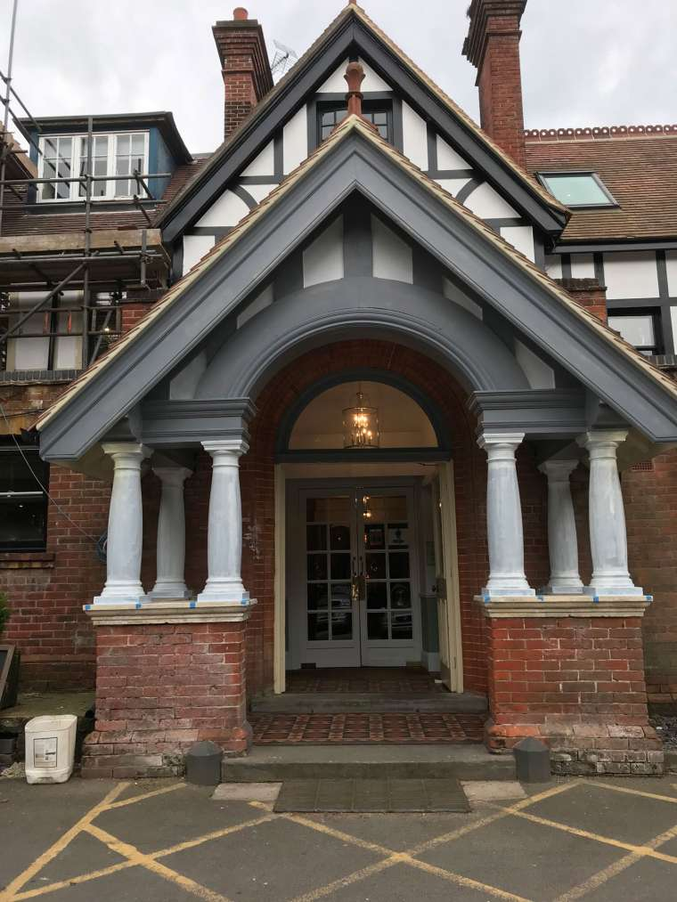 Exterior Decoration of New Forest Hotel - Emerald Painters Portfolio
