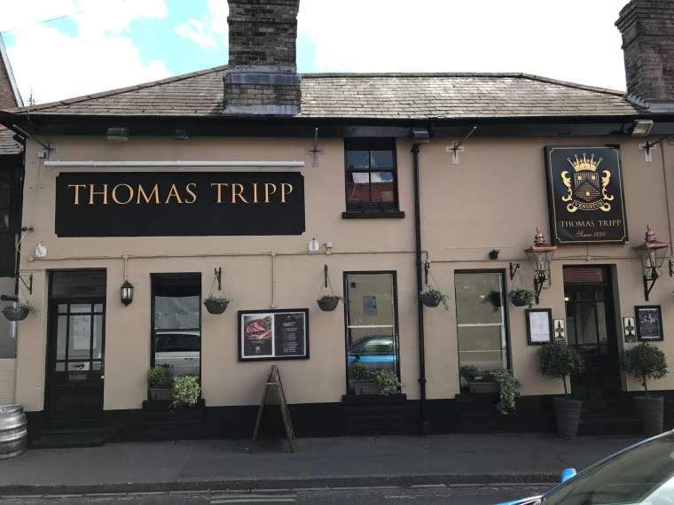 Exterior Decoration Thomas Tripp Pub Christchurch - Emerald Painters Portfolio
