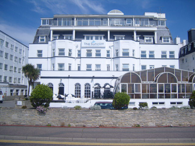Painting Interior / Exterior of the Suncliff Hotel Bournemouth - Emerald Painters Portfolio